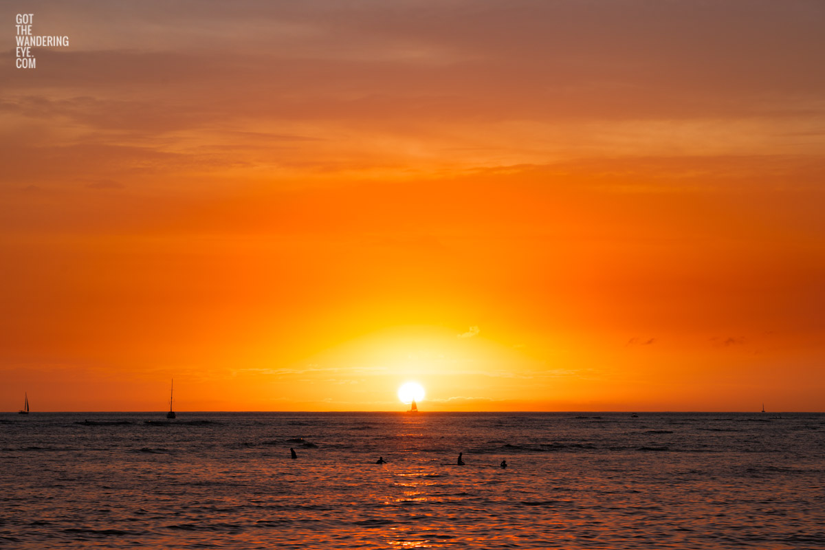 Stunning sun setting into the ocean at Waikiki Beach, Hawaii
