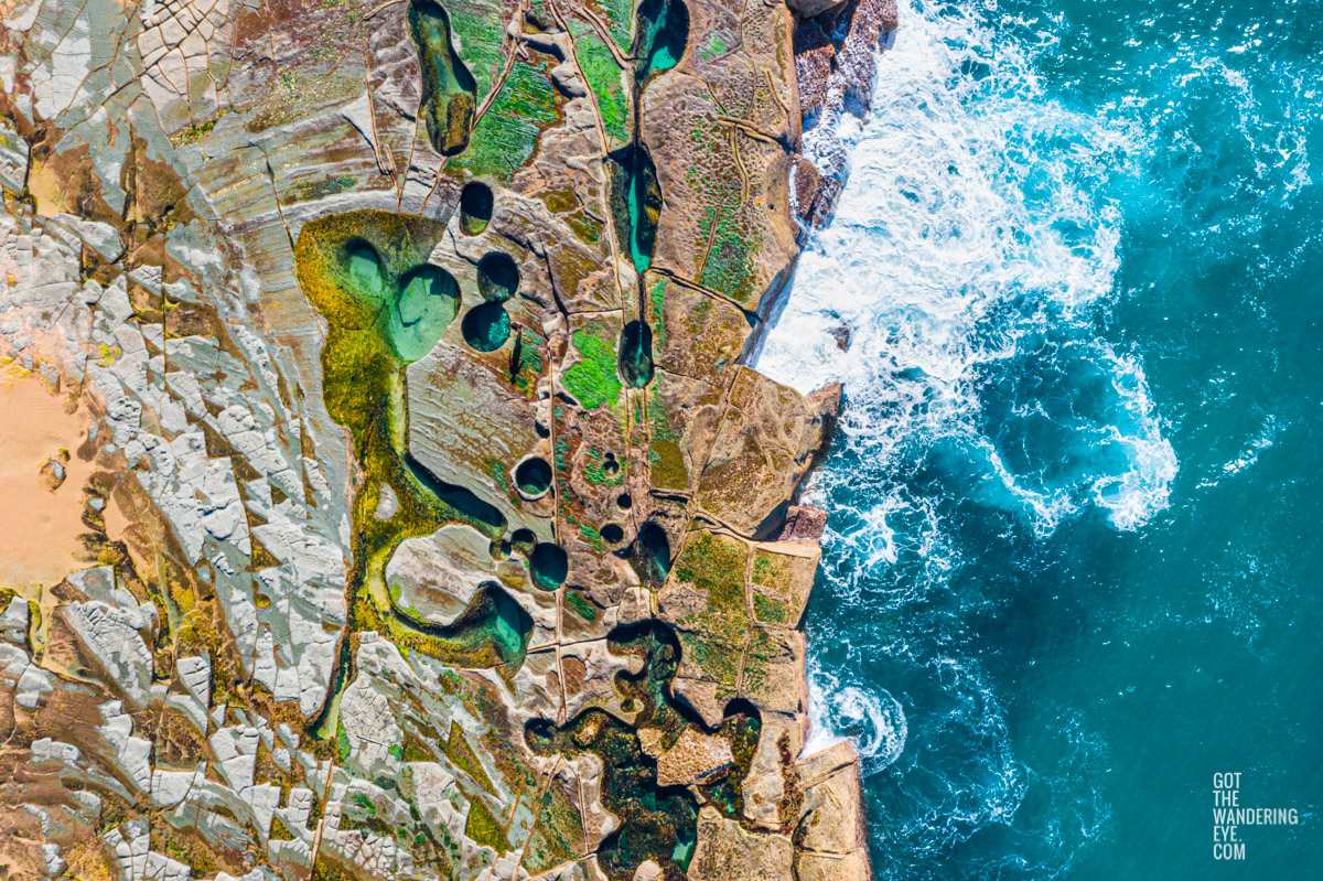 Above the figure 8 pools rock shelf in the Royal National Park.